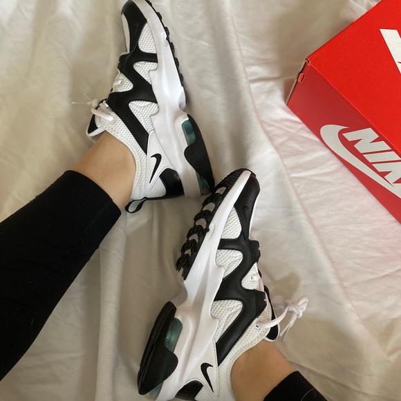 NWB B&W Air Max Gravitation Sneakers by Nike
